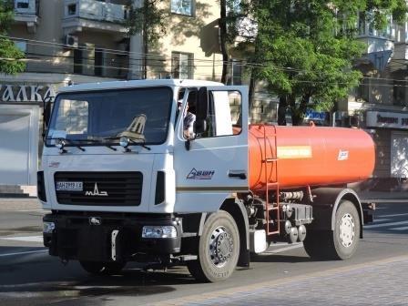 На мариупольские дороги каждый день будут лить по 200 кубов воды (ФОТО), фото-2