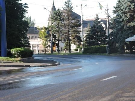 На мариупольские дороги каждый день будут лить по 200 кубов воды (ФОТО), фото-4