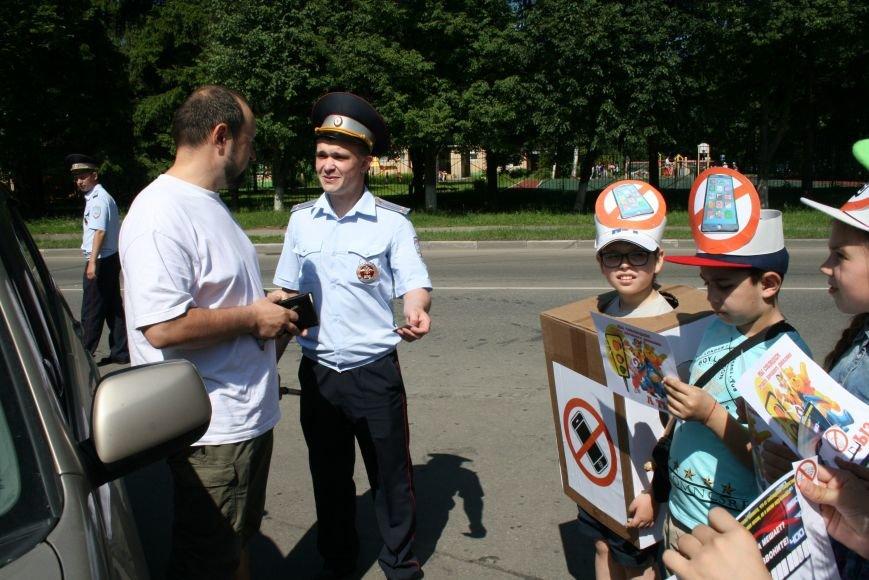 Сотрудники ГИБДД провели рейд «Безопасный гаджет» на улице Троицка, фото-8