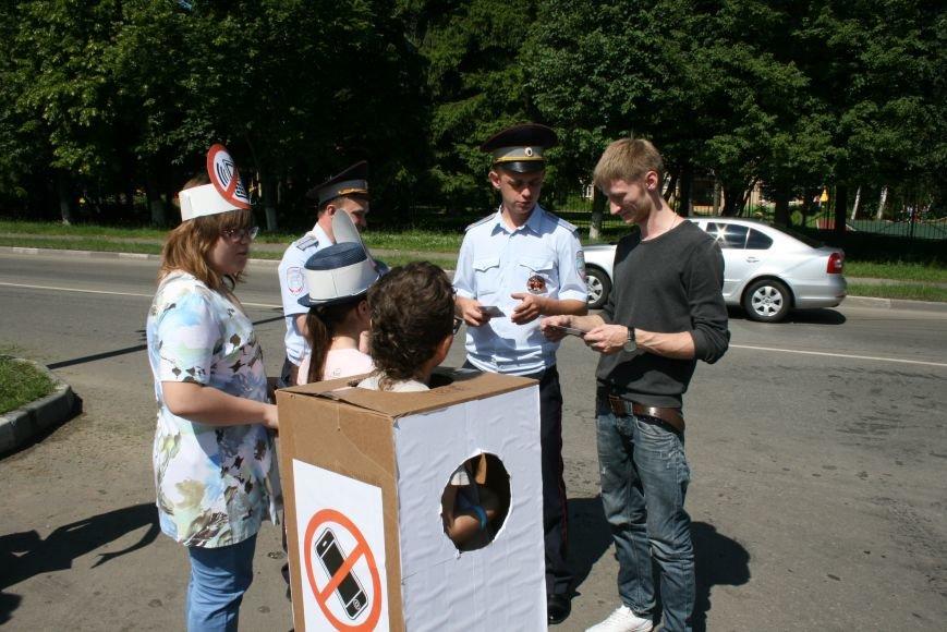 Сотрудники ГИБДД провели рейд «Безопасный гаджет» на улице Троицка, фото-10