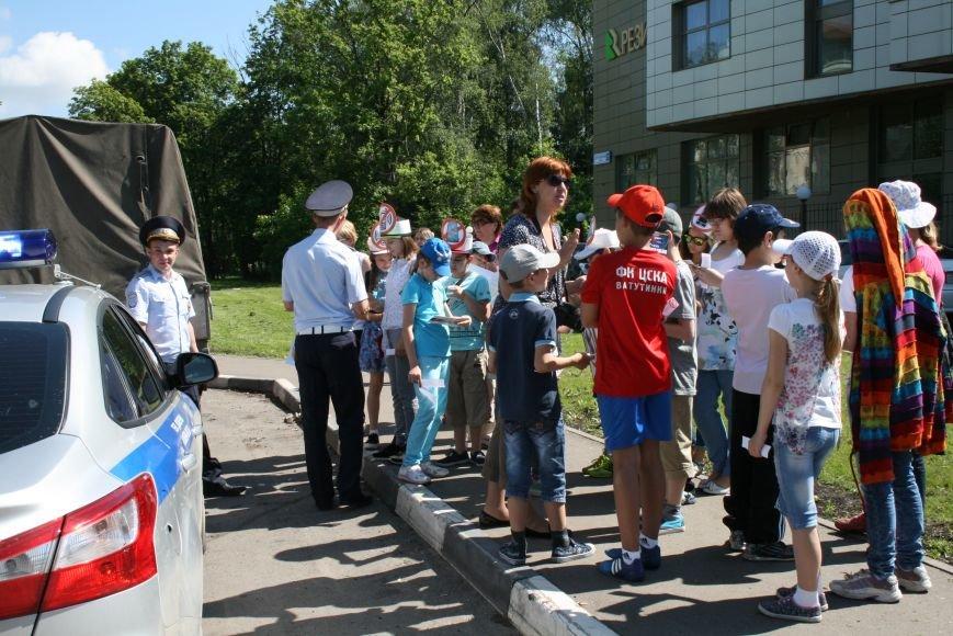 Сотрудники ГИБДД провели рейд «Безопасный гаджет» на улице Троицка, фото-4