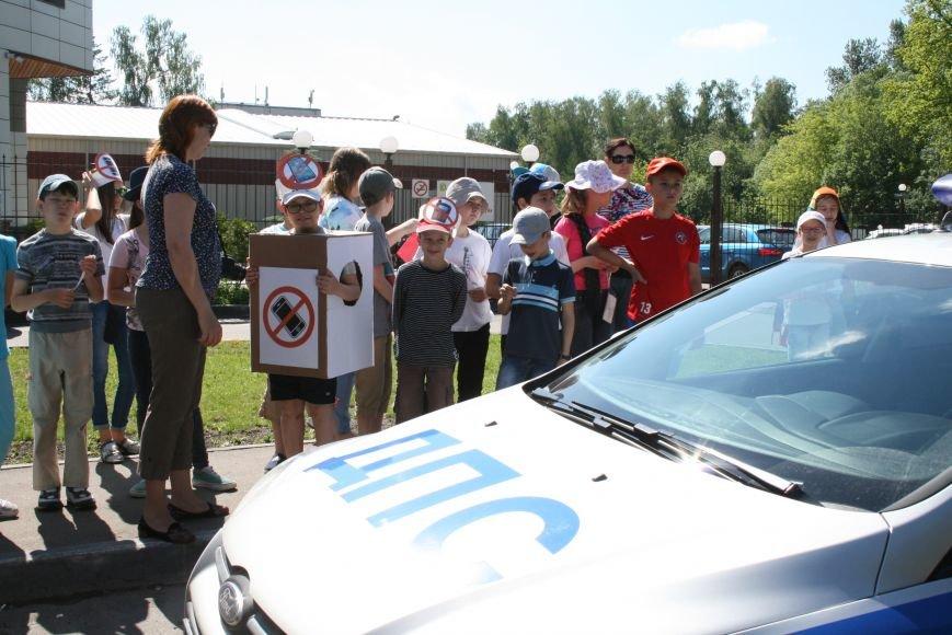 Сотрудники ГИБДД провели рейд «Безопасный гаджет» на улице Троицка, фото-2