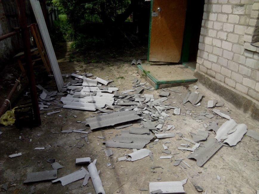 За минувшие сутки в Авдеевке пострадали два частных дома (ФОТО), фото-2
