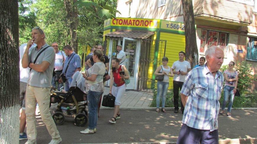 В Мариуполе выбивают из квартиры вооруженного человека. Ранен полицейский  (ФОТО+ВИДЕО. Обновляется), фото-16