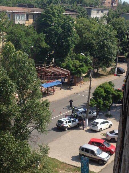 В Мариуполе выбивают из квартиры вооруженного человека. Ранен полицейский  (ФОТО+ВИДЕО. Обновляется), фото-8