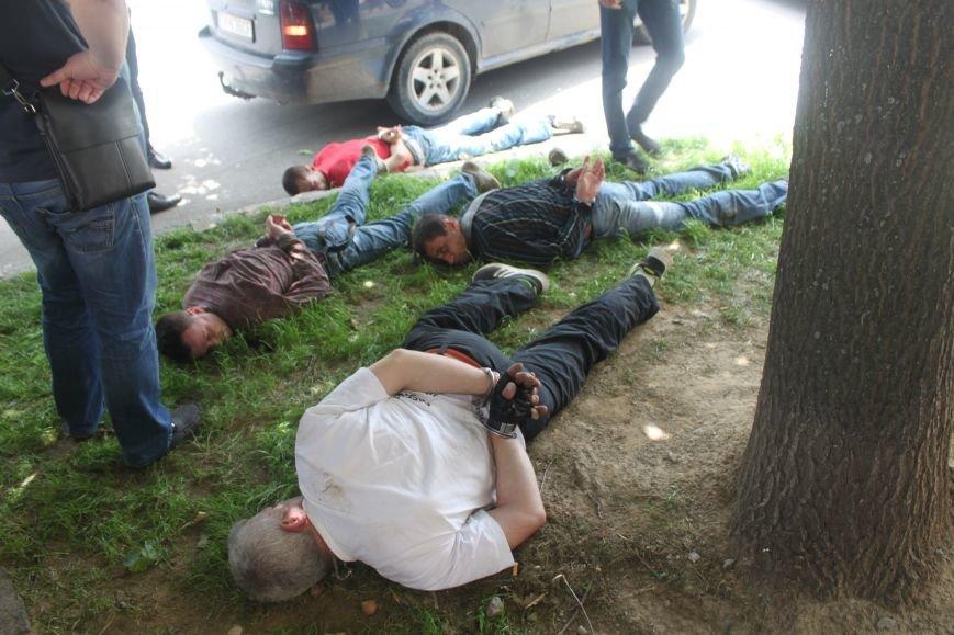 В Ужгороді затримали 4-ох серійних злодіїв, які тільки за сьогодні обчистили 2 квартири: фото, фото-4