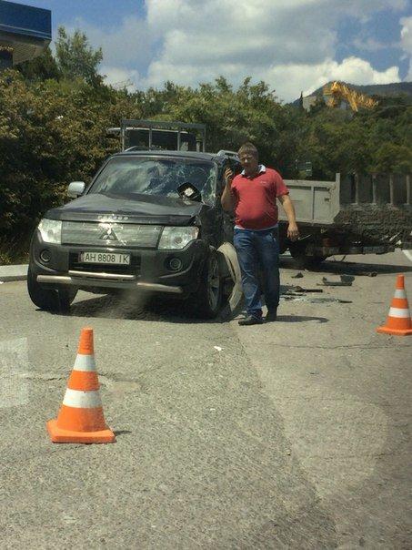 На крымской трассе грузовик наехал на внедорожник с донецкими номерами (ФОТО, ВИДЕО), фото-2