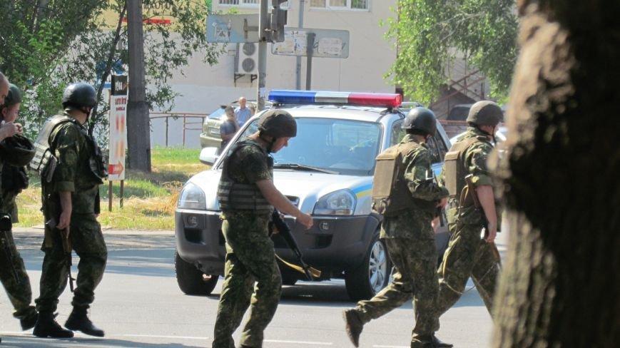 Мариуполец с гранатой сдался полиции (ФОТО), фото-2
