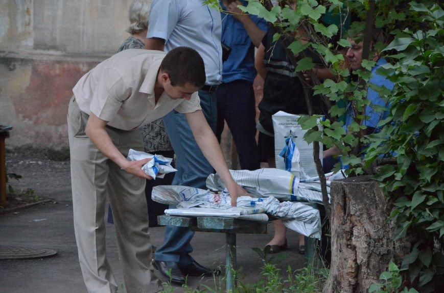 Кто он - мужчина с гранатой или моряк в парадной форме?, фото-11