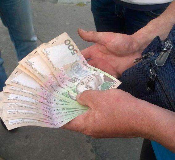 У Новограді-Волинському на хабарі затримали поліцейського (ФОТО), фото-1