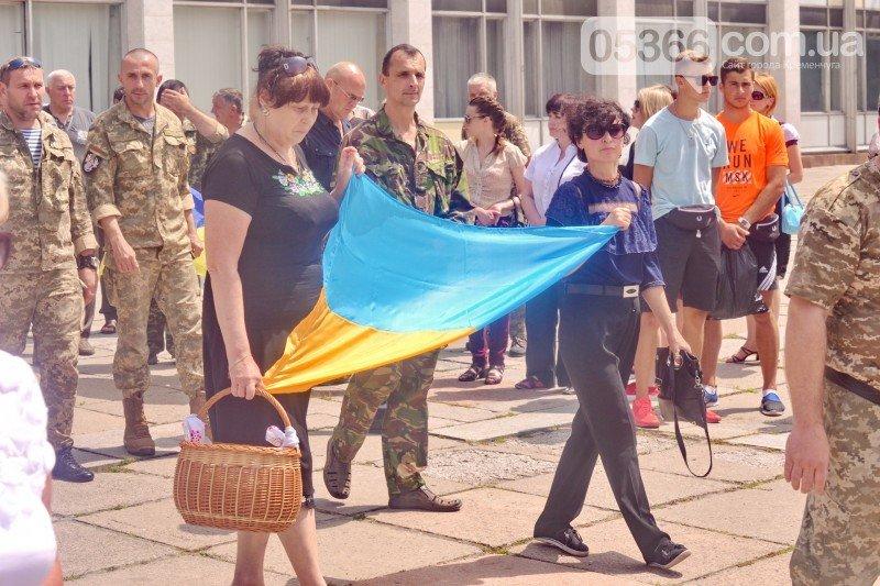 Кременчужане стали на колени перед погибшим бойцом Александром Осиповым, фото-4