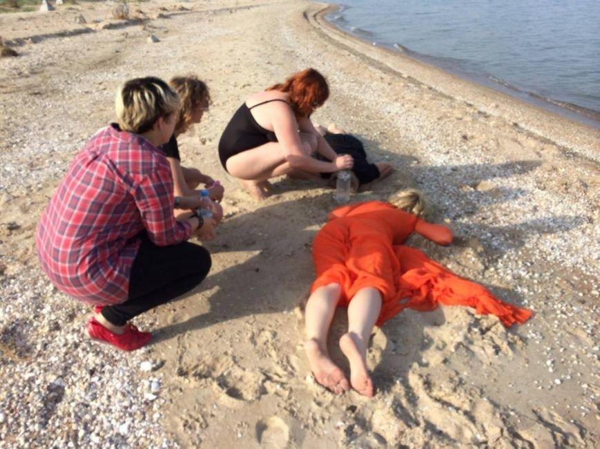 На мариупольском пляже перформанс художницы Марии Куликовской вызвал бурю эмоций(ФОТО, ВИДЕО), фото-4