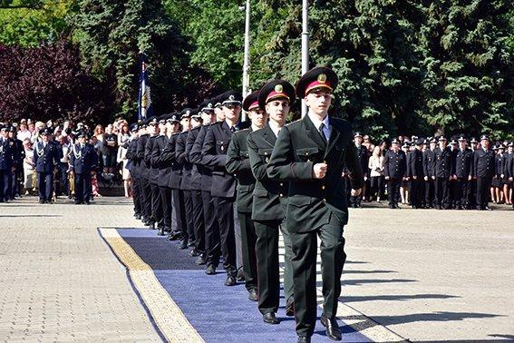 На Донбасс идет подкрепление из молодых офицеров, фото-1