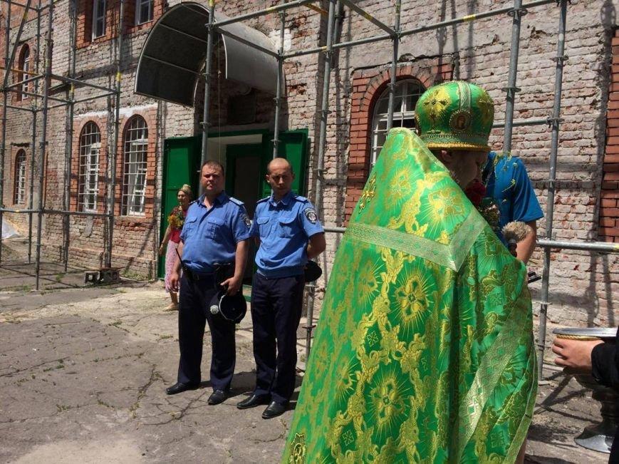 Православные мариупольцы отмечают Святую Троицу (ФОТО), фото-8