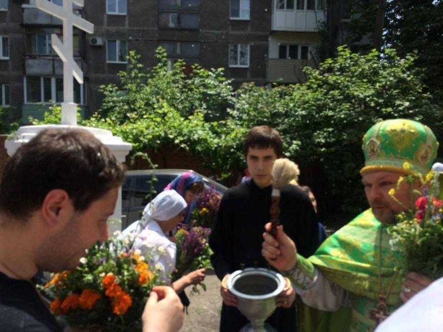 Православные мариупольцы отмечают Святую Троицу (ФОТО), фото-7