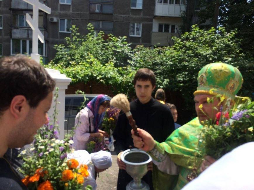 Православные мариупольцы отмечают Святую Троицу (ФОТО), фото-9