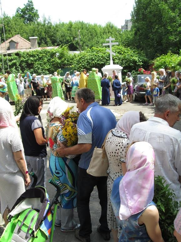 Православные мариупольцы отмечают Святую Троицу (ФОТО), фото-1