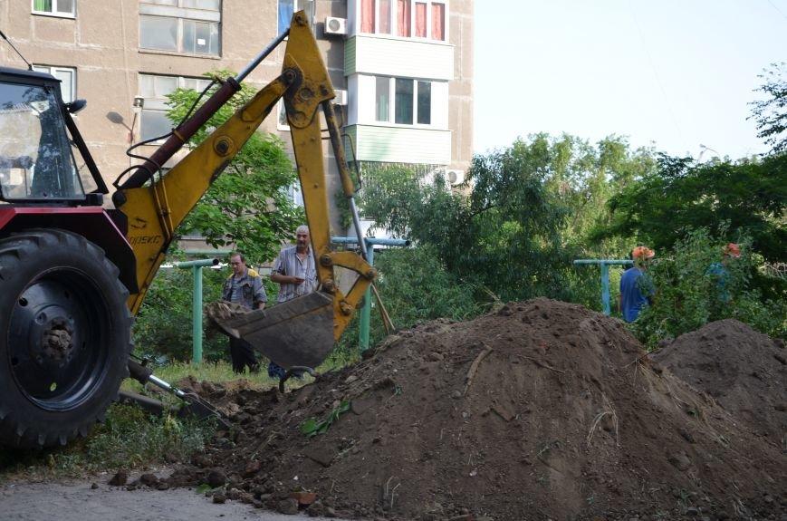 38 часов без электричества! Мариупольцы устроили спонтанный митинг у разрытия ПЭС в Приморском районе (ФОТО+ВИДЕО), фото-2
