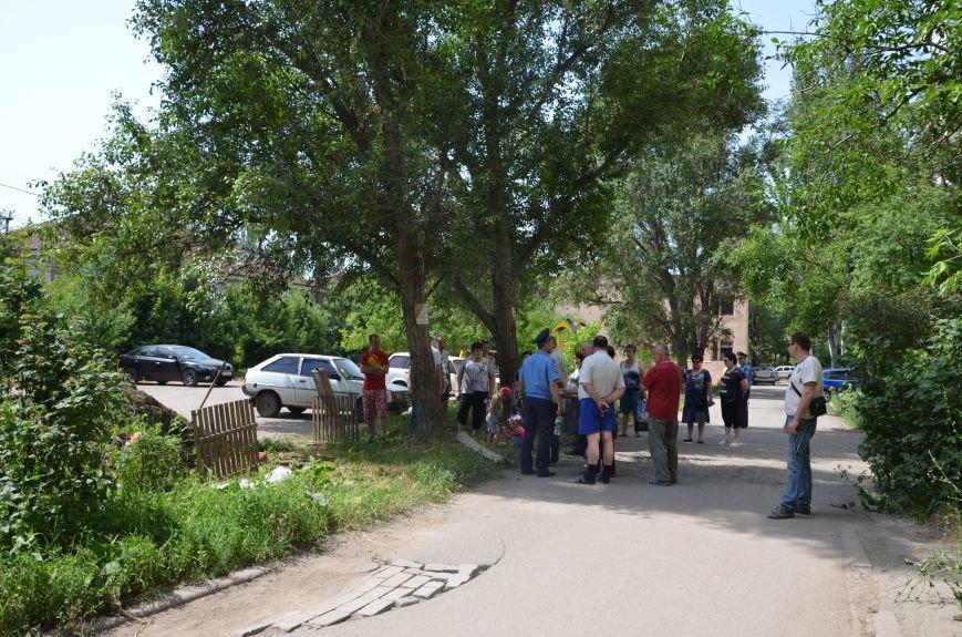 38 часов без электричества! Мариупольцы устроили спонтанный митинг у разрытия ПЭС в Приморском районе (ФОТО+ВИДЕО), фото-6