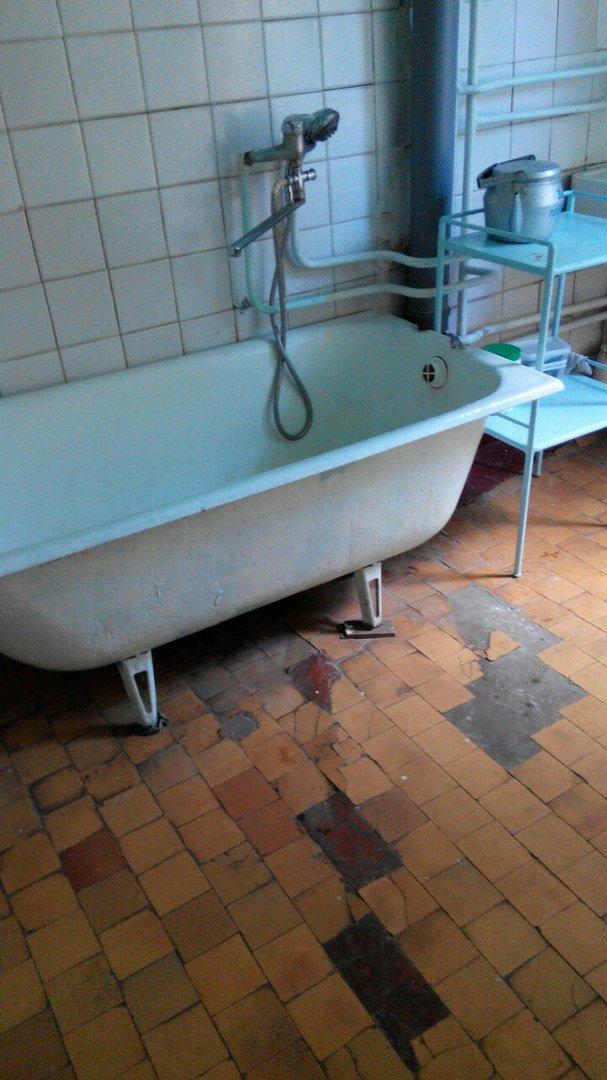 Детская больница в Кривом Роге: Очередь рыдающих малышей на забор крови, мамы с детками ютятся на старых  кроватях с провисшей сеткой (ФОТО), фото-14