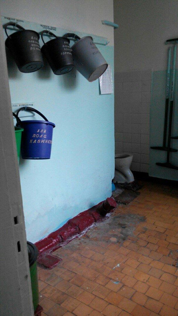 Детская больница в Кривом Роге: Очередь рыдающих малышей на забор крови, мамы с детками ютятся на старых  кроватях с провисшей сеткой (ФОТО), фото-5