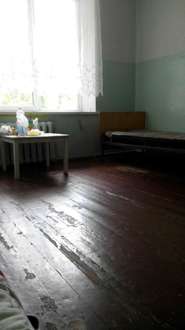 Детская больница в Кривом Роге: Очередь рыдающих малышей на забор крови, мамы с детками ютятся на старых  кроватях с провисшей сеткой (ФОТО), фото-13