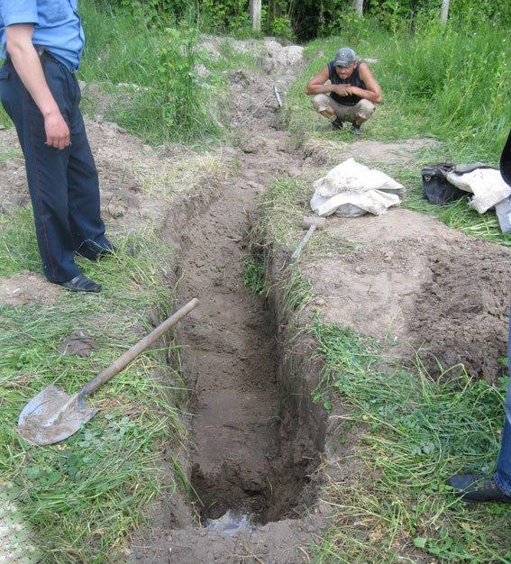 До п'яти років позбавлення волі загрожує двом шукачам металу за пошкоджену трубу, фото-1