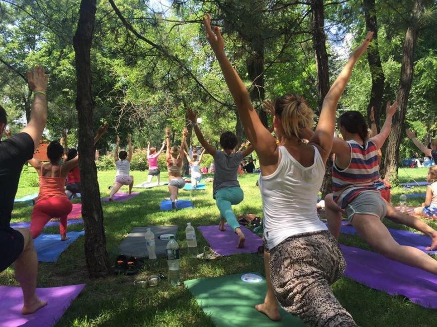 """В Международный День йоги  даже мариупольский коп сел в позу """"Лотоса"""" (ФОТО), фото-9"""