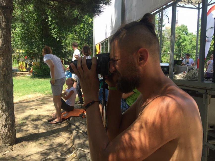 """В Международный День йоги  даже мариупольский коп сел в позу """"Лотоса"""" (ФОТО), фото-10"""
