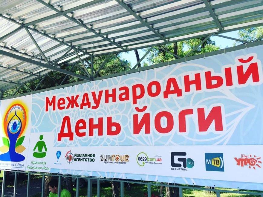"""В Международный День йоги  даже мариупольский коп сел в позу """"Лотоса"""" (ФОТО), фото-11"""