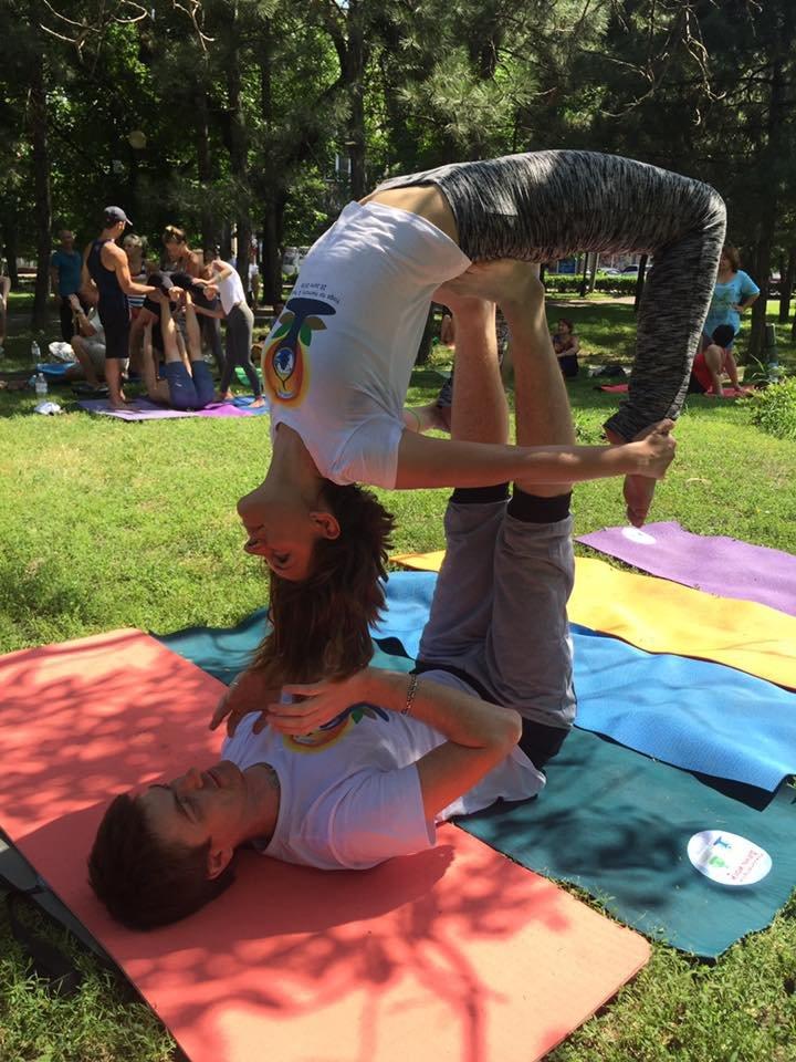 """В Международный День йоги  даже мариупольский коп сел в позу """"Лотоса"""" (ФОТО), фото-7"""