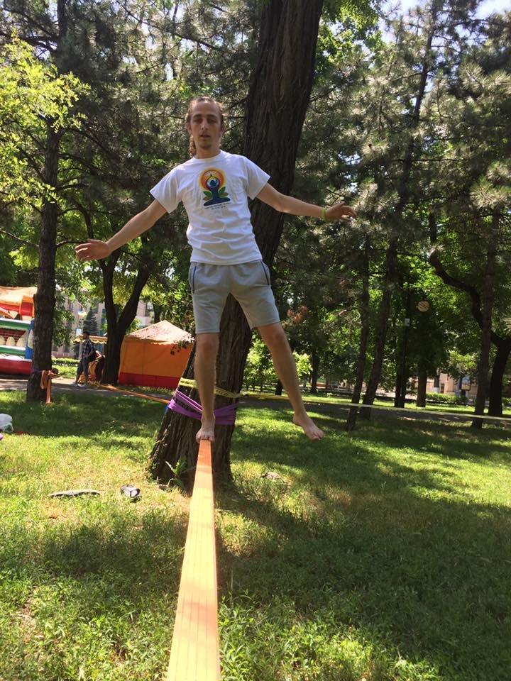 """В Международный День йоги  даже мариупольский коп сел в позу """"Лотоса"""" (ФОТО), фото-12"""