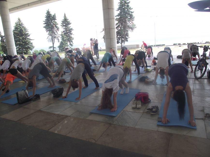 Десятки ульяновцев приобщились к йоге. ФОТО, фото-4