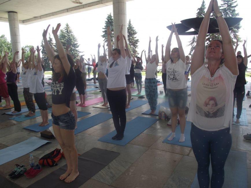 Десятки ульяновцев приобщились к йоге. ФОТО, фото-8