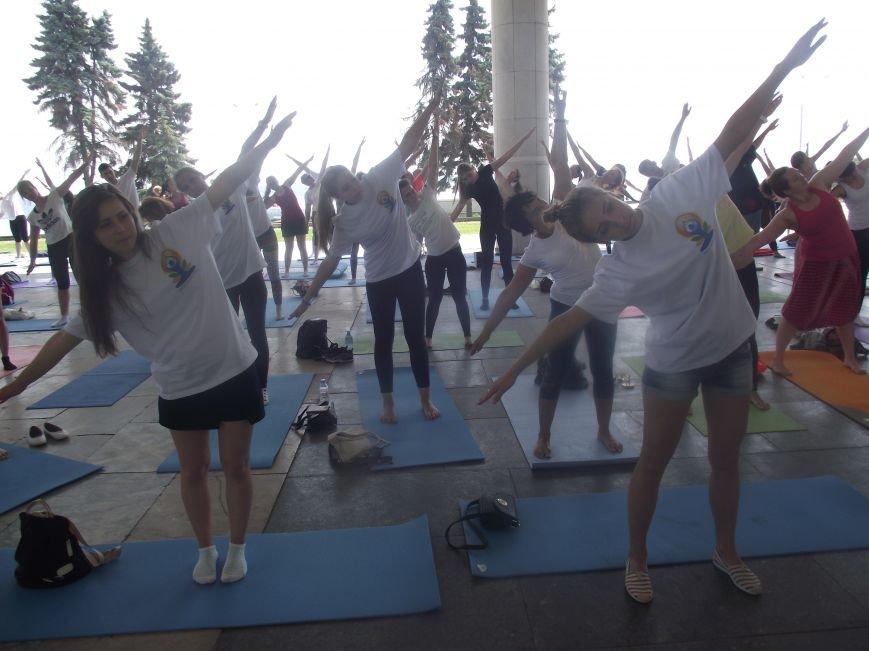 Десятки ульяновцев приобщились к йоге. ФОТО, фото-1