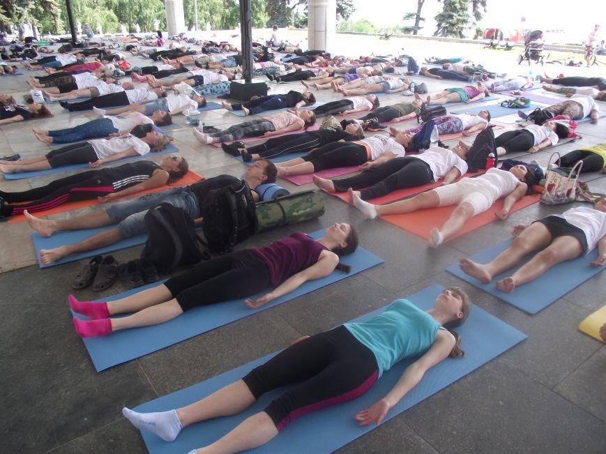 Десятки ульяновцев приобщились к йоге. ФОТО, фото-6
