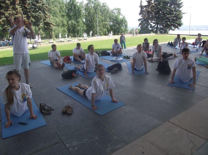 Десятки ульяновцев приобщились к йоге. ФОТО, фото-10