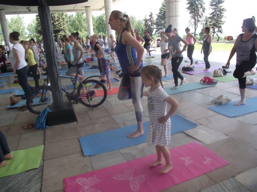 Десятки ульяновцев приобщились к йоге. ФОТО, фото-2