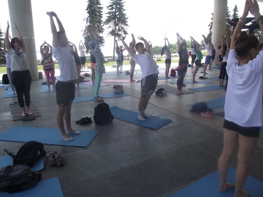 Десятки ульяновцев приобщились к йоге. ФОТО, фото-11