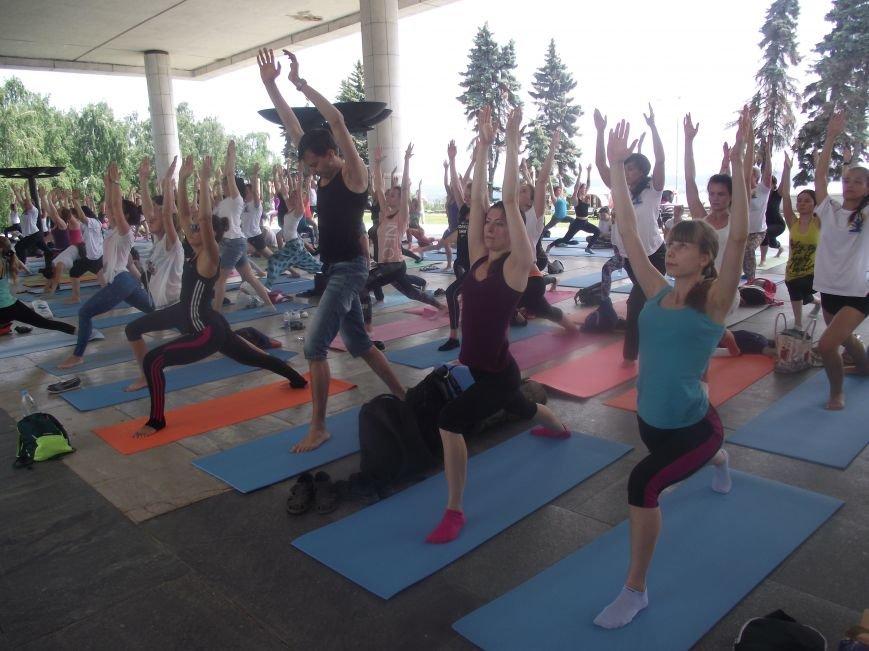 Десятки ульяновцев приобщились к йоге. ФОТО, фото-12