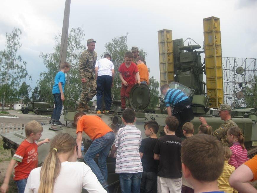 Черниговские волонтеры воспитывают в детях дух патриотизма, показывая им армию, фото-3