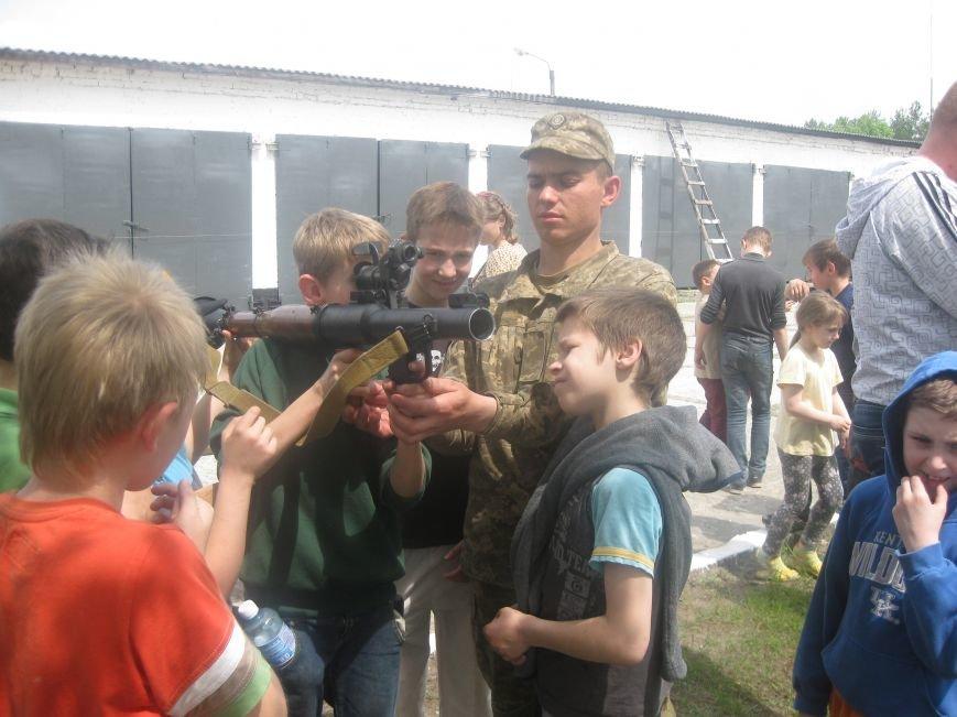 Черниговские волонтеры воспитывают в детях дух патриотизма, показывая им армию, фото-1