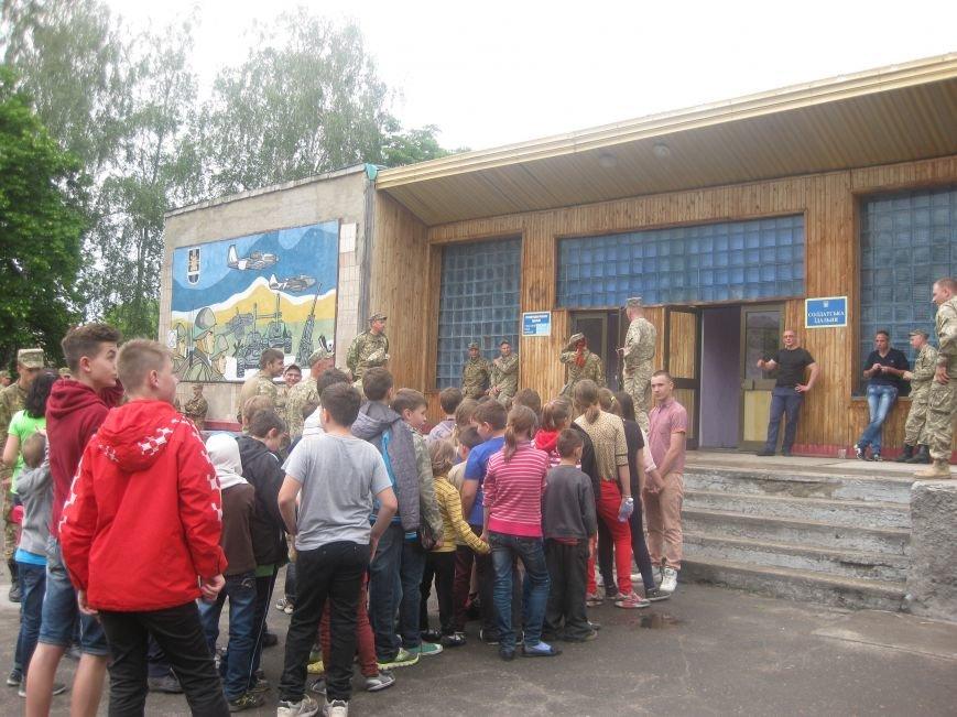 Черниговские волонтеры воспитывают в детях дух патриотизма, показывая им армию, фото-4