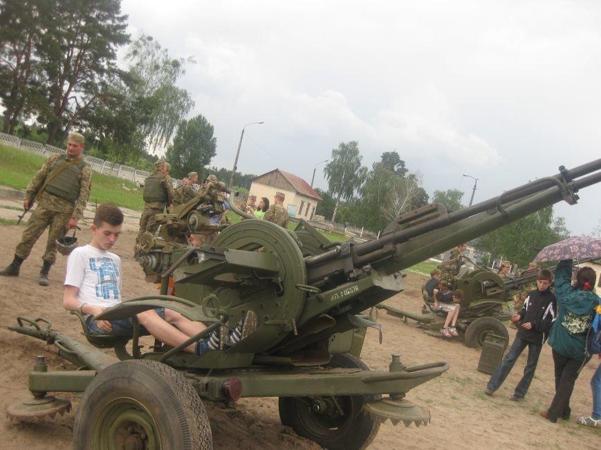 Черниговские волонтеры воспитывают в детях дух патриотизма, показывая им армию, фото-2