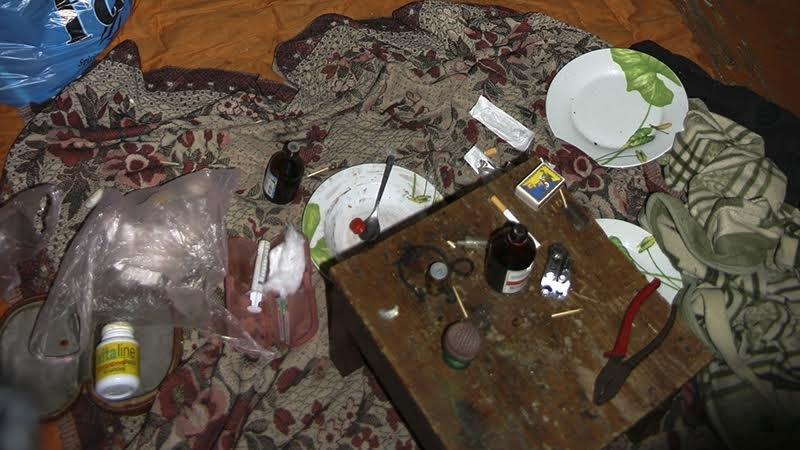 Полиция Мариуполя накрыла наркопритон, в котором рос 9-месячный ребенок (ФОТО), фото-5