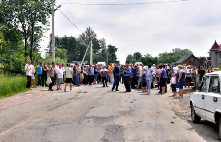 На Буковині селяни перекрили дорогу, фото-1