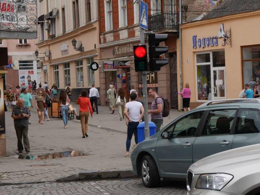 """В Ужгороді біля """"Кобзаря"""" запрацював ще один світлофор: фото, фото-1"""