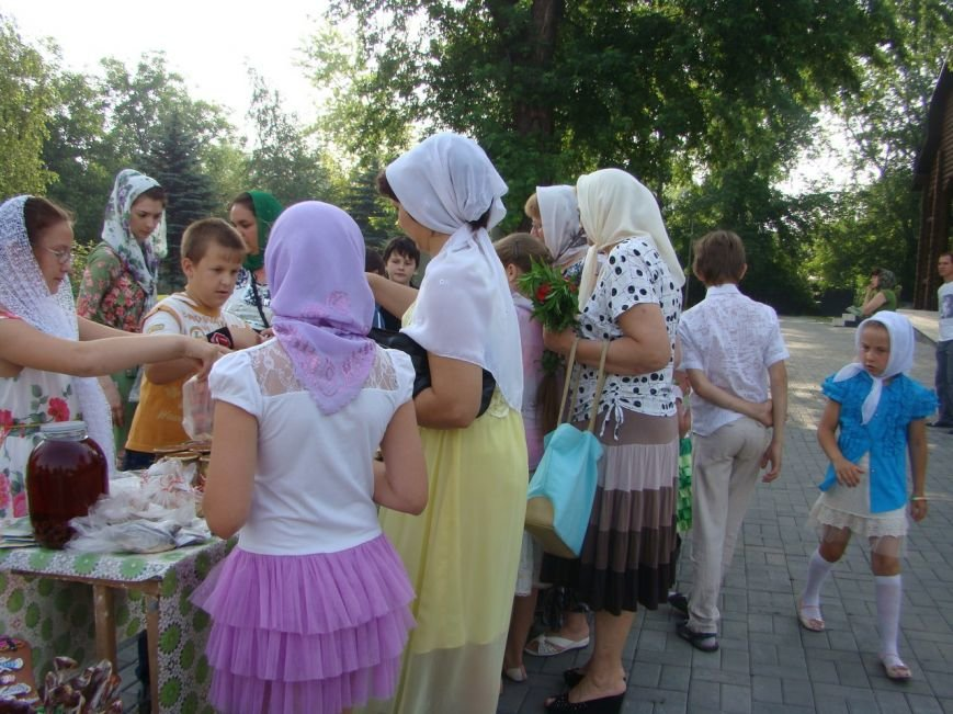 В храме Доброполья организовали благотворительную ярмарку, фото-1