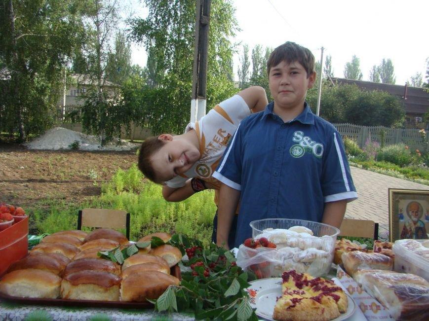 В храме Доброполья организовали благотворительную ярмарку, фото-3