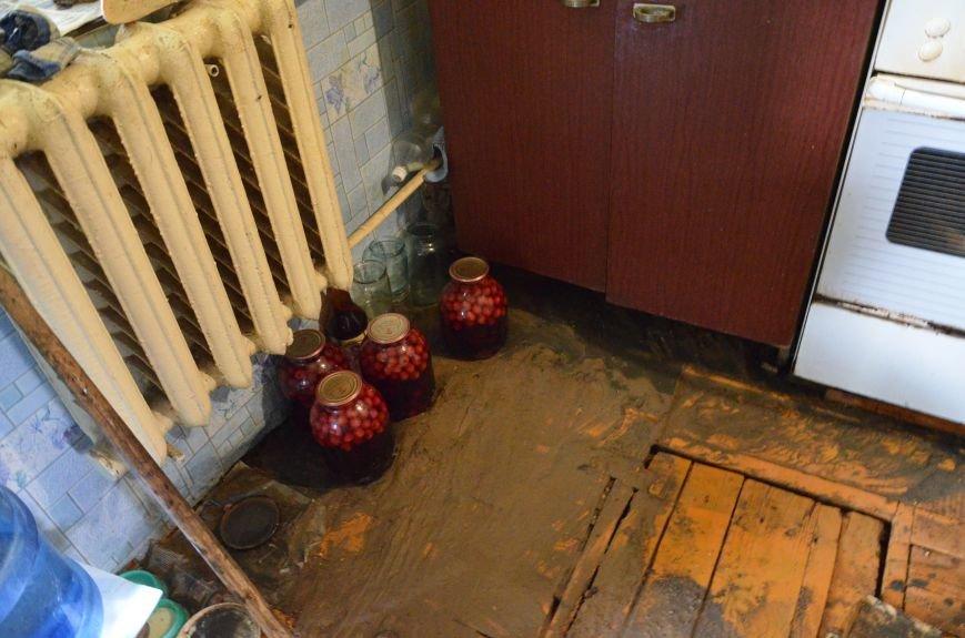 В Мариуполе фекалии ломали заборы, уничтожали огороды и затопили несколько частных домов (ФОТО+ВИДЕО), фото-20